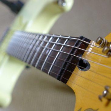 Eine Gitarre optimal einstellen: Hals, Saitenlage, Intonation